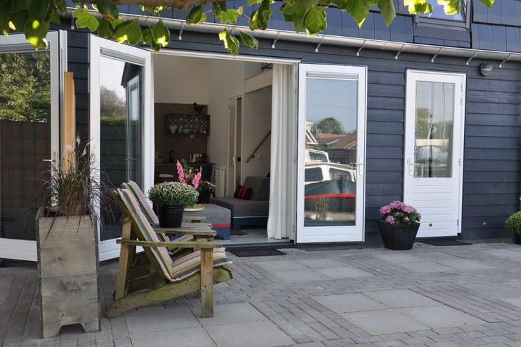Uitwellingerga Vakantiewoningen te huur Uniek design vakantieappartement aan openvaarwater tussen Joure & Sneek