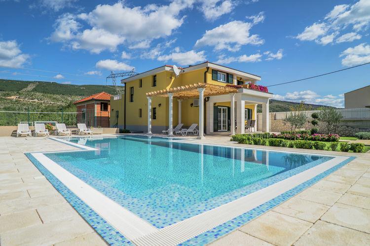 Dalmatie Vakantiewoningen te huur Villa met zicht op de bergen, 65m2 zwembad, speeltuin. Grote, omheinde tuin