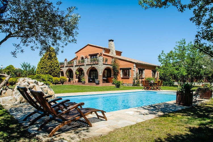 Villa met zwembad met wifi  Peralada  Prachtige vakantiehuis in Perelada met privé zwembad voor maximaal 8 personen