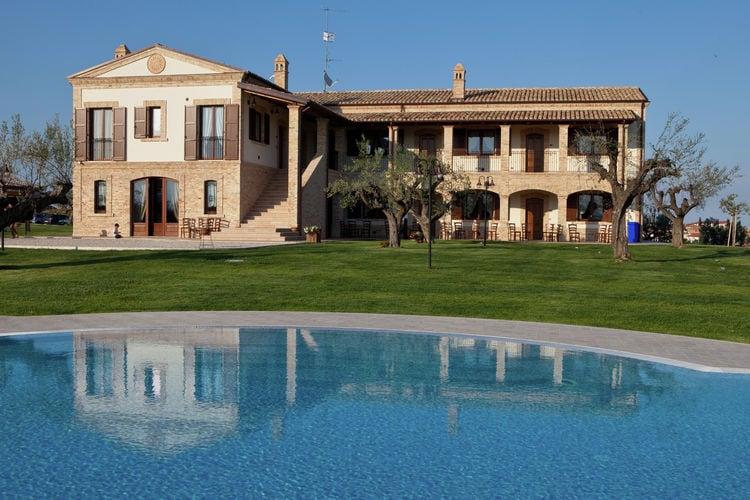 Appartement in landhuis met zwembad op een heuvel met schitterend uitzicht