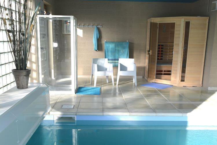 Namen Vakantiewoningen te huur Mooi huis met een overdekt zwembad, sauna, biljart en speelzaal