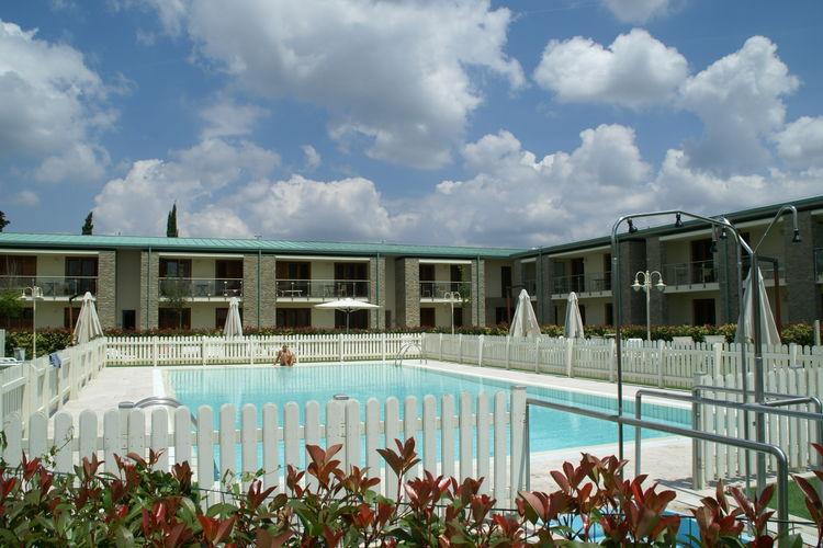 Appartement met zwembad met wifi aan zee Tavarnelle val di Pesa  Comfortabel appartement met airco en omheind zwembad in de Chianti