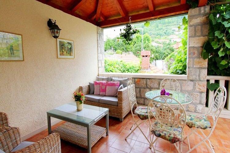 Villa  met wifi  Island Lopud, Dubrovnik Area  Ruime villa in Lopud met privéterras