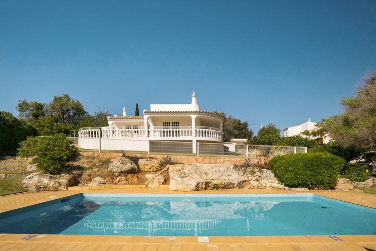 Albufeira Vakantiewoningen te huur Ruime Villa met grote tuin en privé zwembad in Vale da Parra nabij Albufeira
