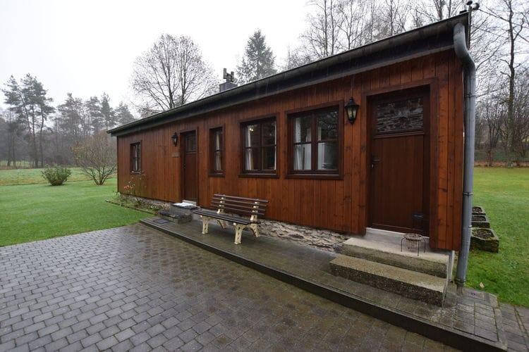 Belgie Chalets te huur familie cottage, heel netjes, met grote bloementuin en bomen