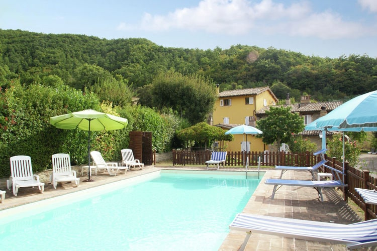 Assisi Vakantiewoningen te huur Appartement met zwembad en restaurantje in het groene landschap, vlak bij Assisi