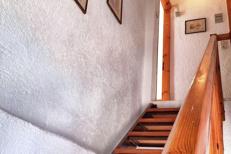 Ref: GR-72100-04 2 Bedrooms Price