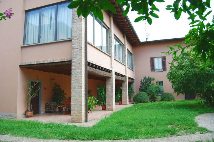 Vakantiehuizen Italie | Italiaanse-Meren | Villa te huur in Capriolo   met wifi 6 personen