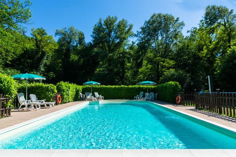 Italie | Umbrie | Boerderij te huur in Gubbio met zwembad  met wifi 6 personen