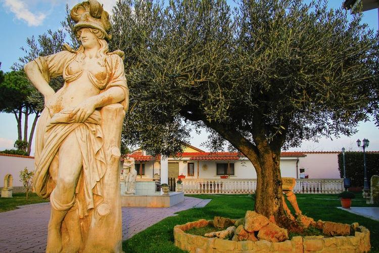 Lazio Villas te huur Ruime villa met  jacuzzi en disco en een speelkamer ideaal voor groepen