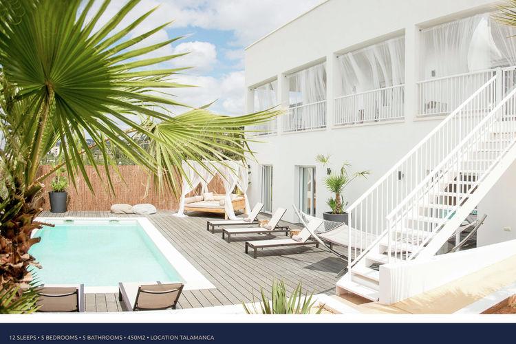 Ibiza Vakantiewoningen te huur Prachtig ingerichte villa op Ibiza met zwembad, strand op loopafstand.