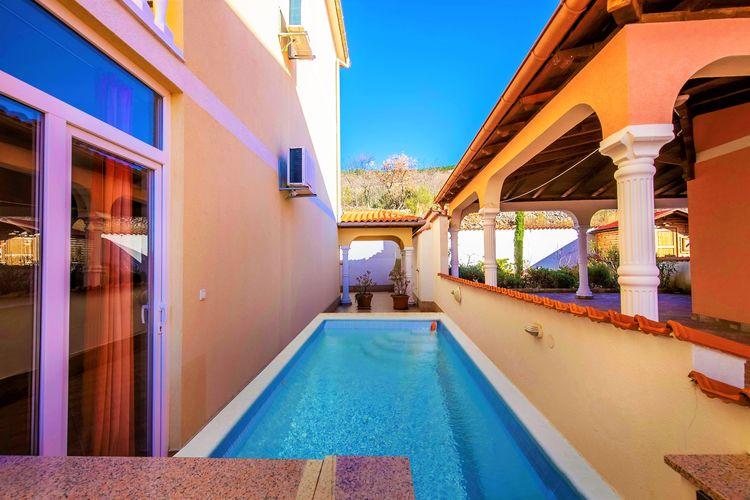 Appartement met zwembad met wifi  Dramalj  Comfortabel huis met zwembad en terras, op 300 m afstand van het strand!