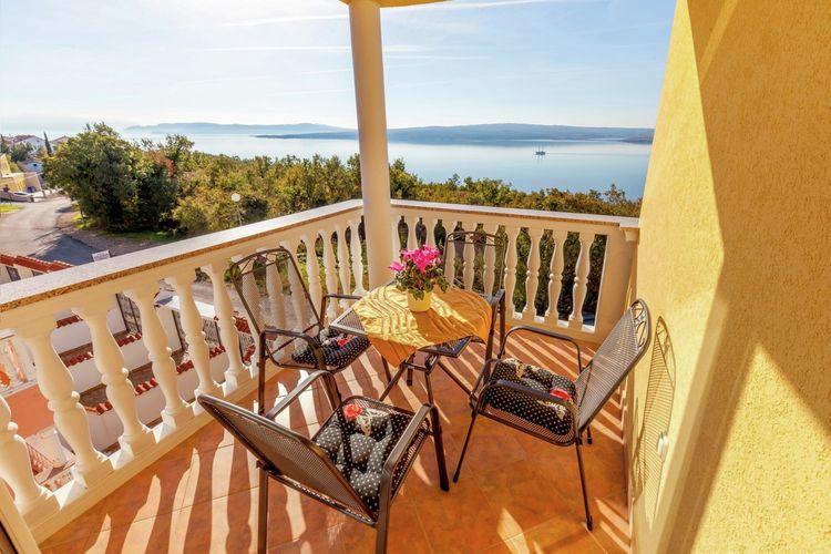 Appartement met zwembad met wifi  Dramalj  Charmant appartement met terras  uitzicht op zee,op 300m afstand van het strand!