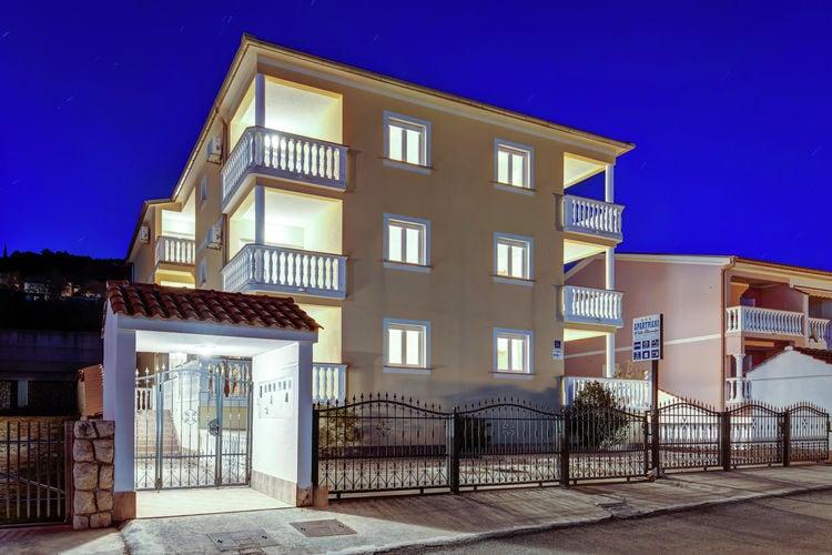 Appartement  met wifi  Dramalj  Groot appartement met prachtig terras  uitzicht op zee,300m afstand van de zee!