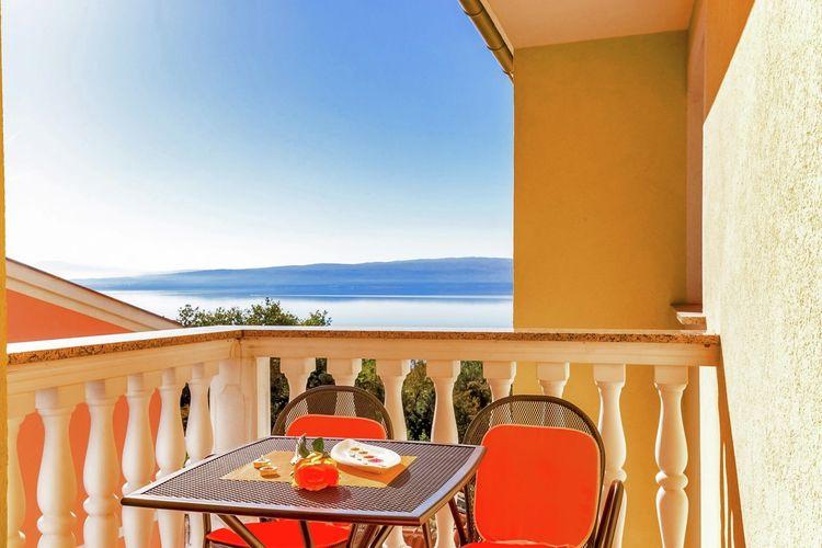 Appartement  met wifi  Dramalj  Prachtig appartement met terras en uitzicht op zee, 300m afstand van het strand!