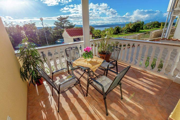 Appartement  met wifi  Dramalj  Mooi appartement met terras en uitzicht op zee, op 300 m afstand van de zee!