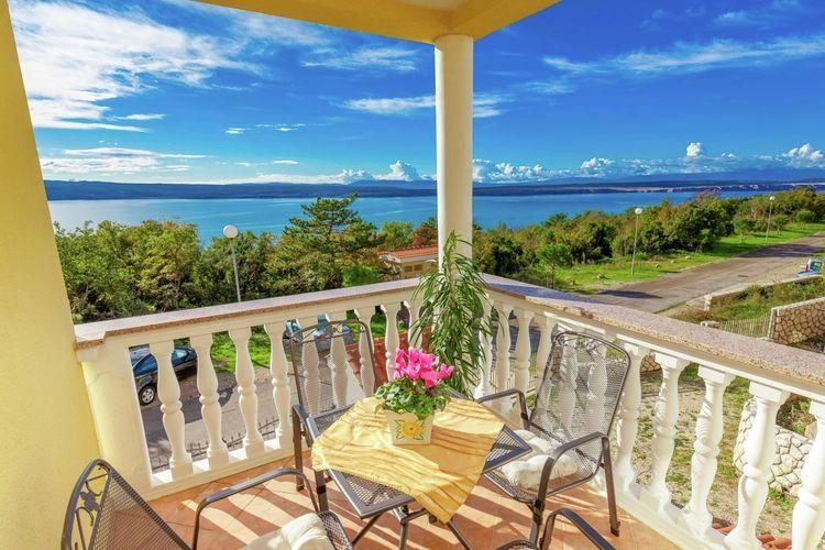 Appartement met zwembad met wifi  Dramalj  Schattige appartement met terras en uitzicht op zee, 300m afstand van het strand