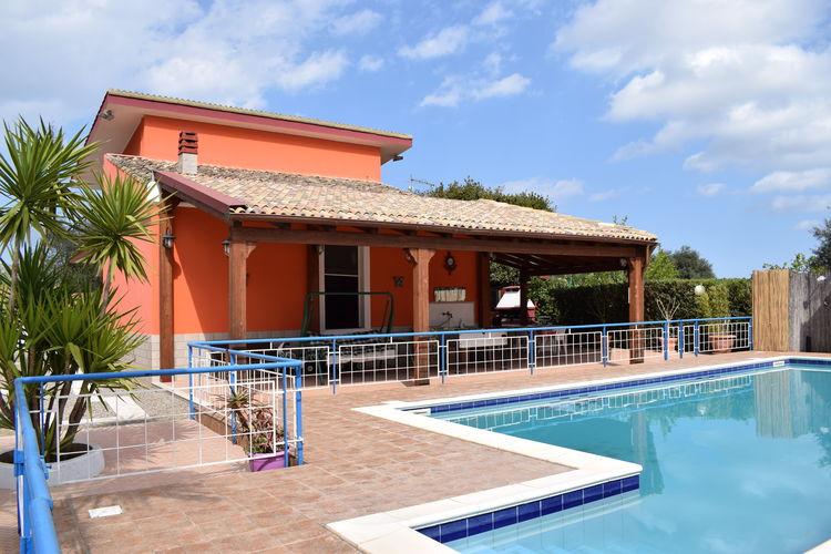 Vakantiewoning huren in Floridia - met zwembad  met wifi met zwembad voor 8 personen  Mooie, vrijstaande villa met prach..