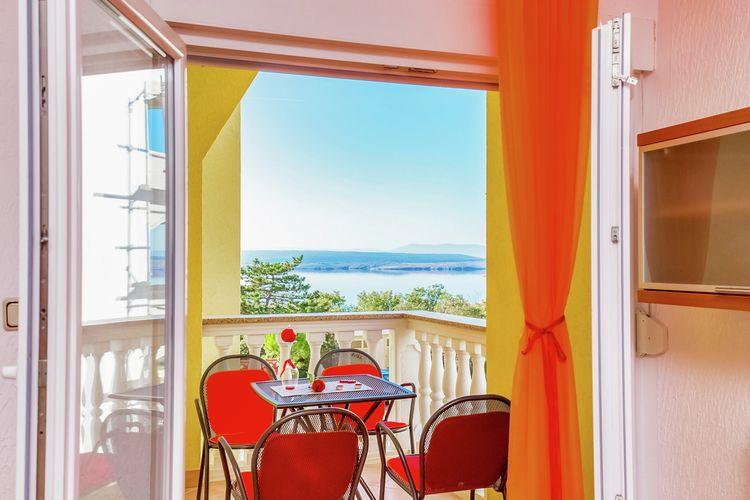 Appartement met zwembad met wifi  Dramalj  Verzorgde appartement met terras en uitzicht op zee,300m afstand van het strand!