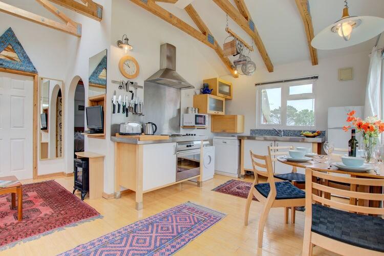 Vakantiewoning    Saint Merryn  Vrijstaand vakantiehuis met knusse inrichting en wasmachine in Cornwall