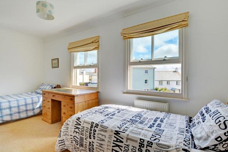 Ref: GB-00001-33 3 Bedrooms Price