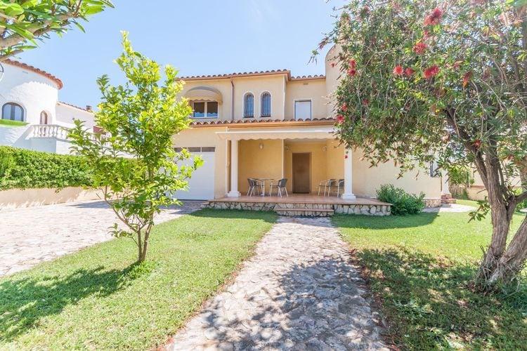 Vakantiewoning  met wifi  Sant Pere Pescador  Vakantiehuis met tuin op 300 meter van het strand van Sant Pere Pescador.