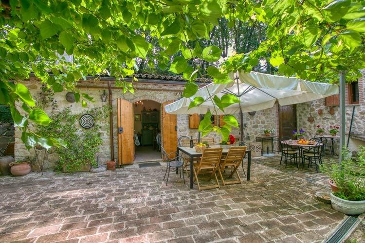 Assisi Vakantiewoningen te huur Vakantiehuis tussen de olijfbomen met panoramisch privézwembad