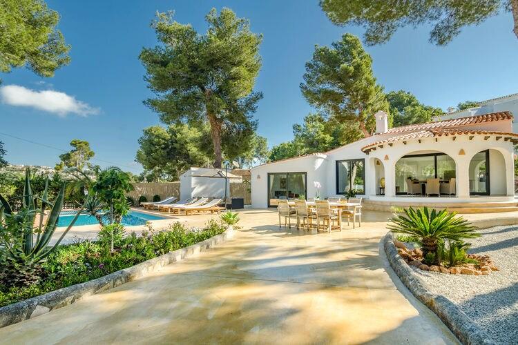 Moderne villa in Moraira met prive zwembad en op loopafstand 350m van de zee