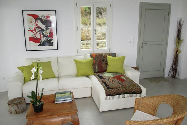 Ref: GR-84501-01 3 Bedrooms Price
