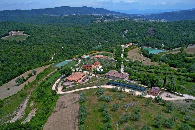 Appartement op een groot landgoed met zwembad en tennisbaan, prachtige omgeving