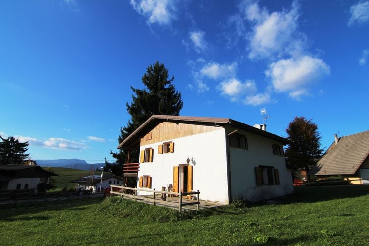 Villa in de bergen met grote tuin, in Asiago, dicht bij de skipistes