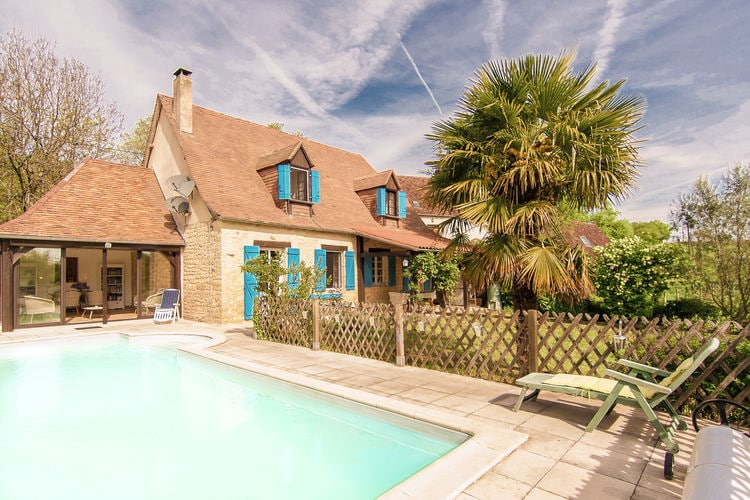 Villa met zwembad met wifi  La Chapelle-Saint-Jean  Villa met veel privacy, comfort, mooi uitzicht, omheinde tuin, en privé zwembad!
