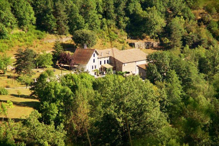 Ardeche Vakantiewoningen te huur Prachtige woning met privé zwembad, naast riviertje en te midden van heuvels