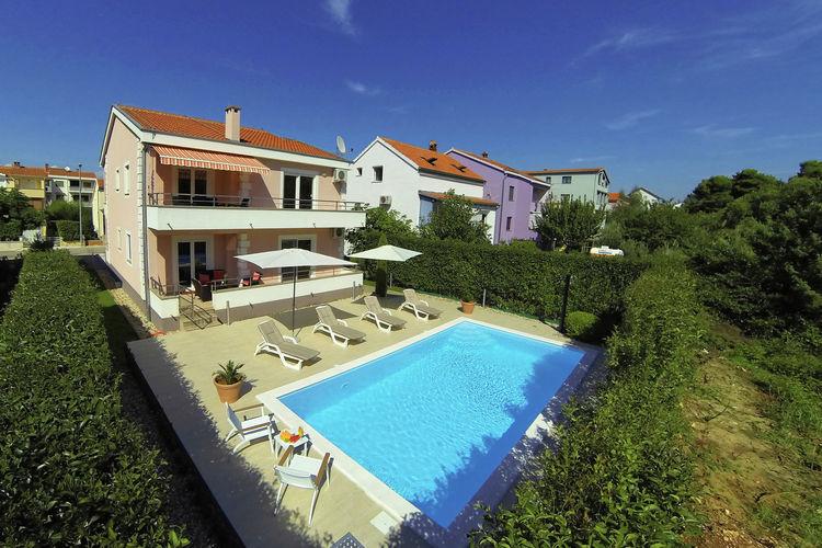 Villa met zwembad met wifi  Zadar  Villa Bokanjac