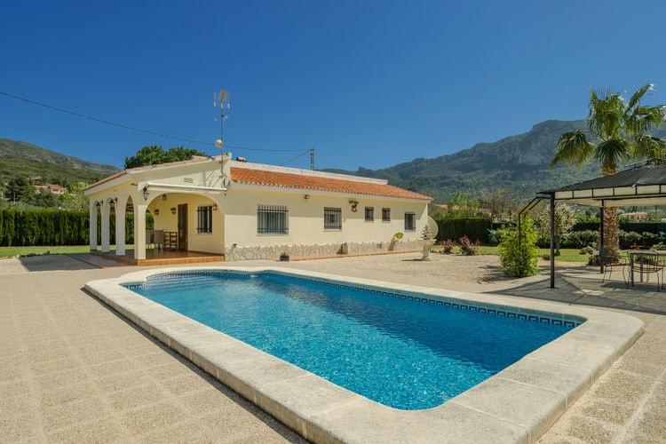 Valencia Vakantiewoningen te huur Villa in rustige, beboste, bergachtige omgeving, prive zwembad en terrassen