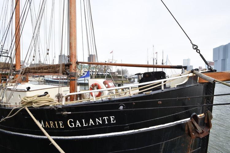 Rotterdam Vakantiewoningen te huur Uniek historisch zeiljacht uit 1915 in Rotterdam, met zicht op de Maas