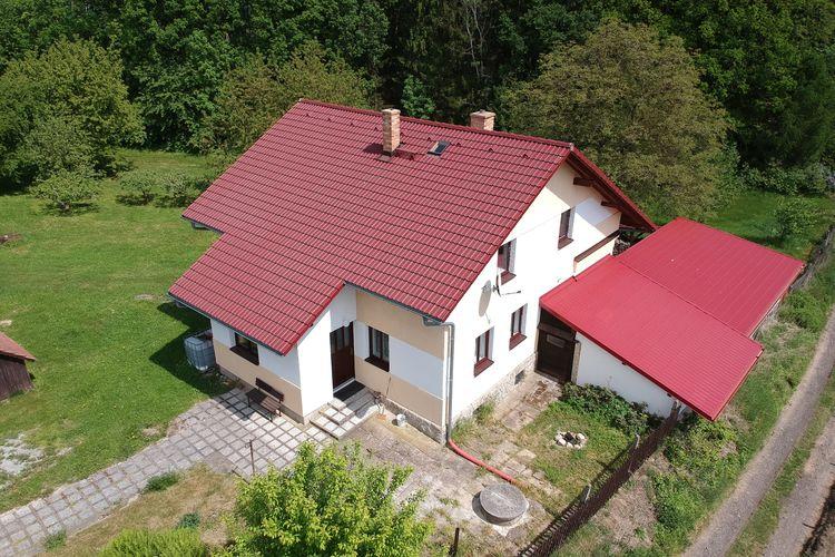Vakantiewoning    Markvartice  Ruim vrijstaand huis in prachtige omgeving, privé-omheinde tuin met bbq!