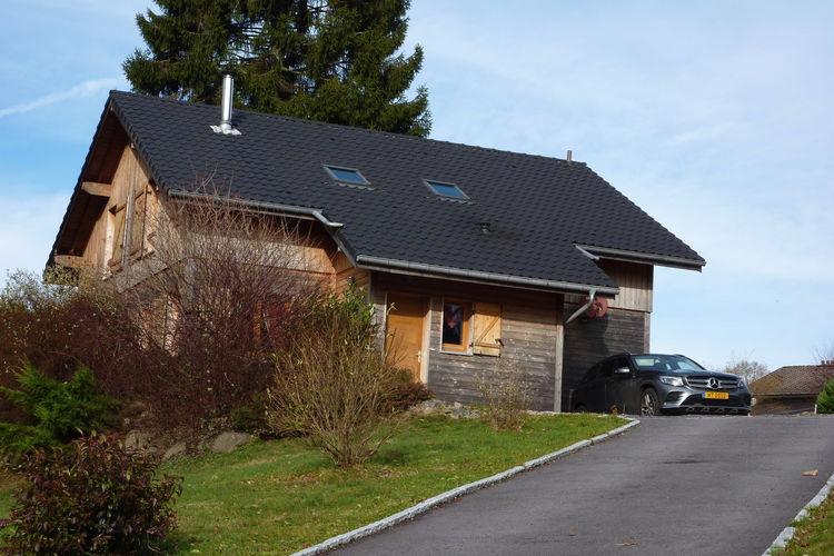 Chalet  met wifi  Liezey  Mooi chalet op 9 km van Gerardmer met gezellige inrichting en tuin.