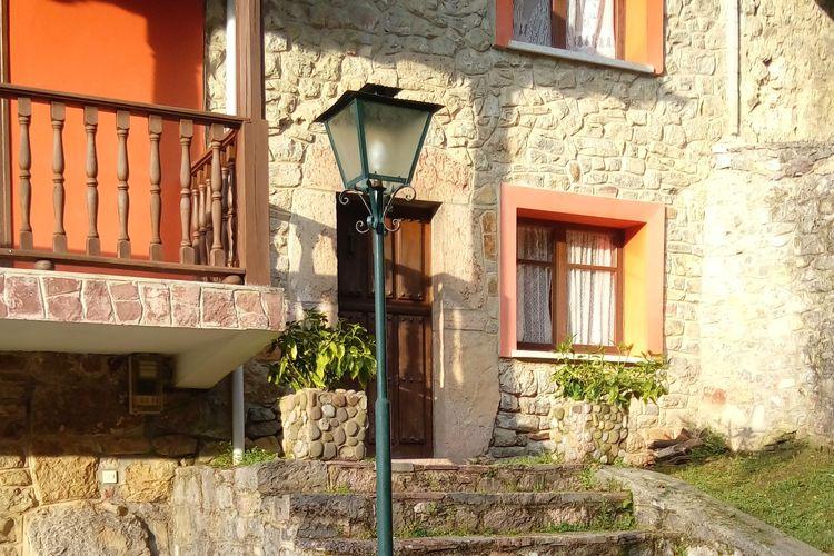 Het Groene Spanje Vakantiewoningen te huur Mooie woning met ruime tuin en bbq vlakbij Cangas de Onis en Picos de Europa