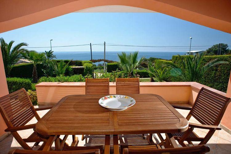 Villa huren in Siracusa -   met wifi  voor 6 personen  Prachtige villa gelegen aan een sc..