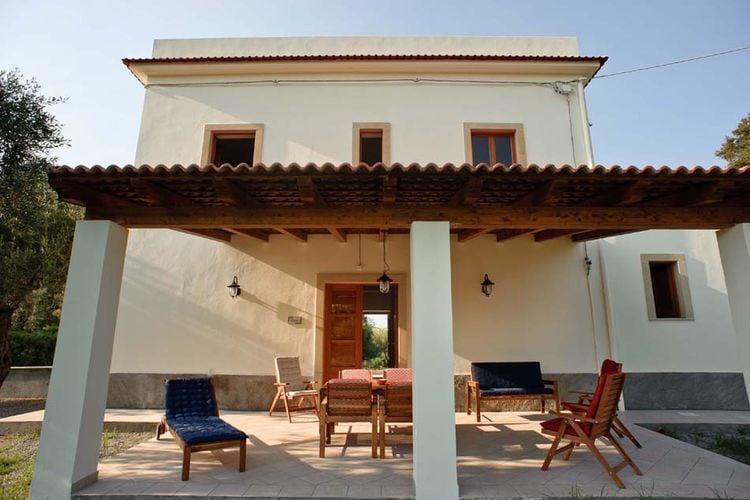 Patti Vakantiewoningen te huur Vrijstaande villa op op slechts 200 meter van de zee!