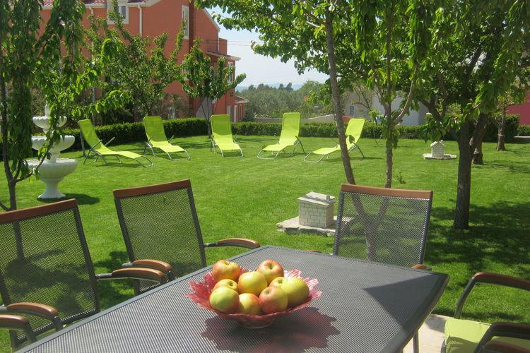 Kaštel Sućurac Vakantiewoningen te huur Appartement met tuin en uitzicht op zee, gelegen tussen Split en Trogir