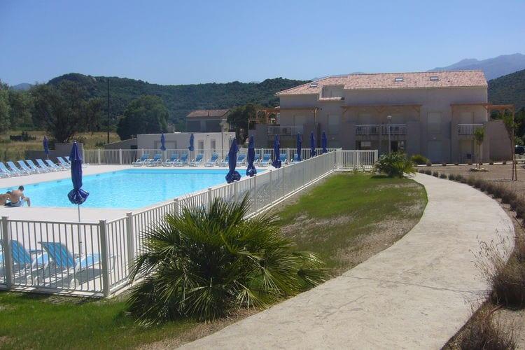 Corse Appartementen te huur Landelijk, rustig gelegen vakantiepark nabij Saint-Florent met heerlijk zwembad