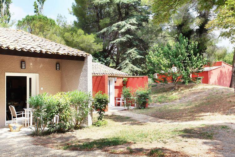 Vakantiewoning huren in Arles -   met wifi  voor 2 personen  Het ruime domein ligt rustig in he..