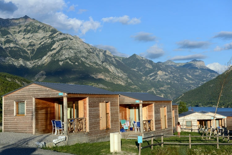 Sta caravan met zwembad   Le Lauzet-Ubaye  Verzorgde, autoluwe familie-camping aan het mooie Meer van Serre-Ponçon