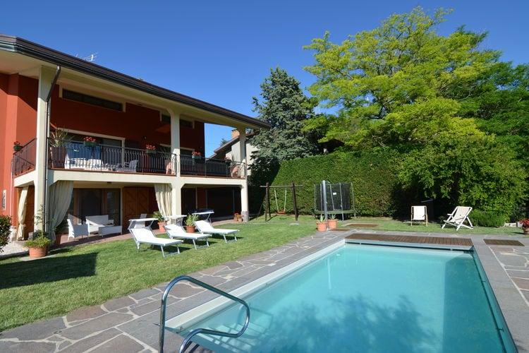 Villa met zwembad en een schitterend uitzicht over de groene, glooiende heuvels