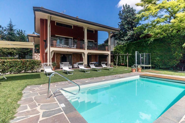 Villa met zwembad met wifi  Montescudo  Villa met zwembad en een schitterend uitzicht over de groene, glooiende heuvels
