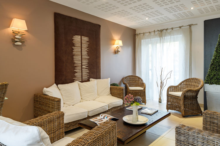 Ref: FR-35260-09 2 Bedrooms Price