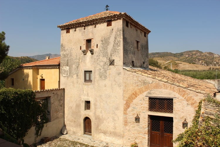 Stilo Vakantiewoningen te huur Vakantiewoning op landgoed, omgeven door citrus- en olijfbomen, 7km van zee.