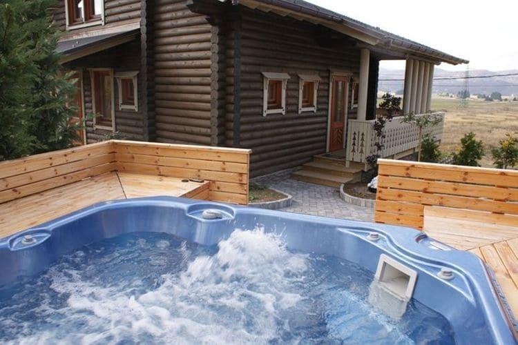Kroatie Chalets te huur Vrijstaande chalet met panorama terras en privé sauna. Buitenkeuken en jacuzzi!